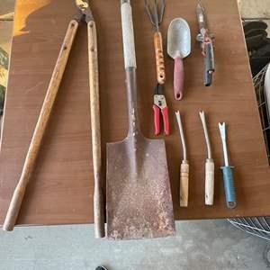 Lot # 177 - Yard/ Garden Tools