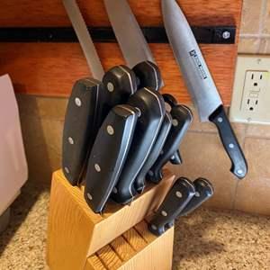 Lot # 10 - Set of Kitchen Knives