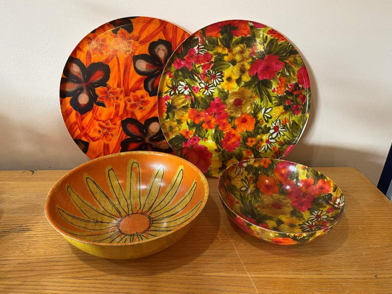 Lot # 5 - Vintage Fiberglass Bowls & Platters (main image)