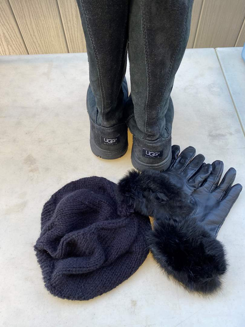 Lot # 14 - UGG Boots Size 7 with Hat & Gloves (main image)