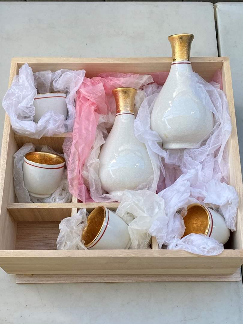 Lot # 20 - Japanese Sake Set (main image)