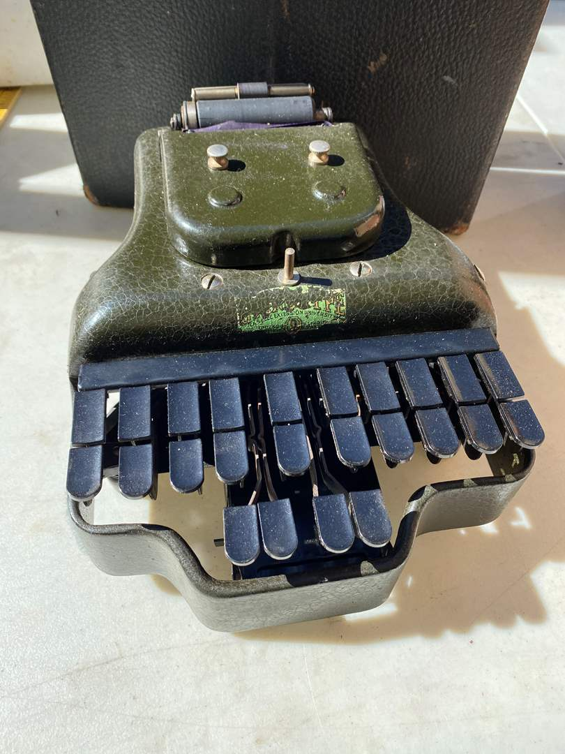 Lot # 34 - Vintage Stenographic Machine with Case (main image)