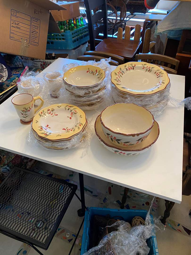 Lot # 12 - Set of Dishes (main image)
