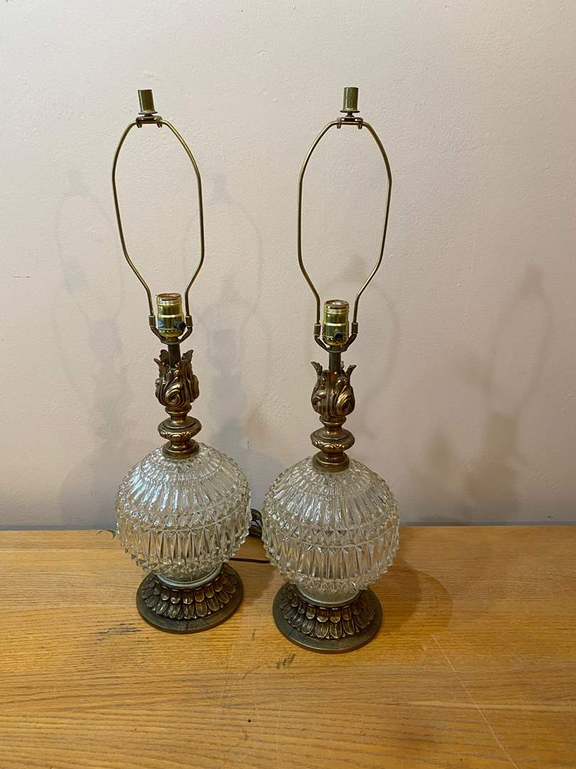 Lot # 149  - Vintage Pair of Lamps (main image)