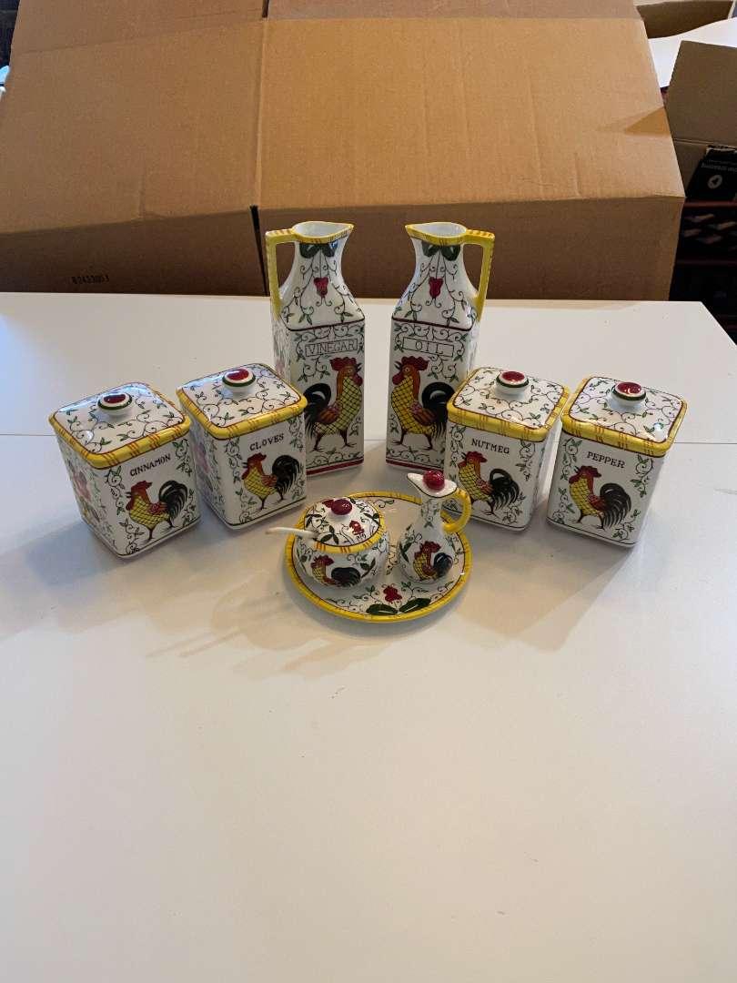 Lot # 113 - Pottery Set (main image)