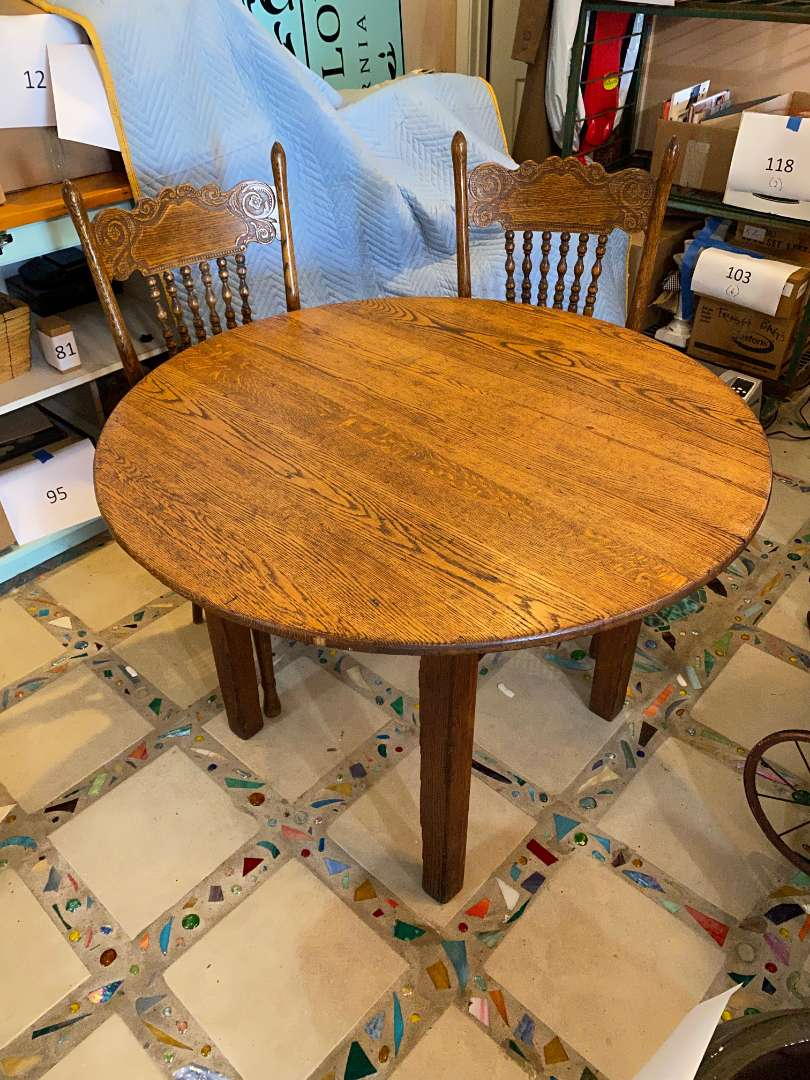 Lot # 123 - Round Oak Table With Chairs (main image)