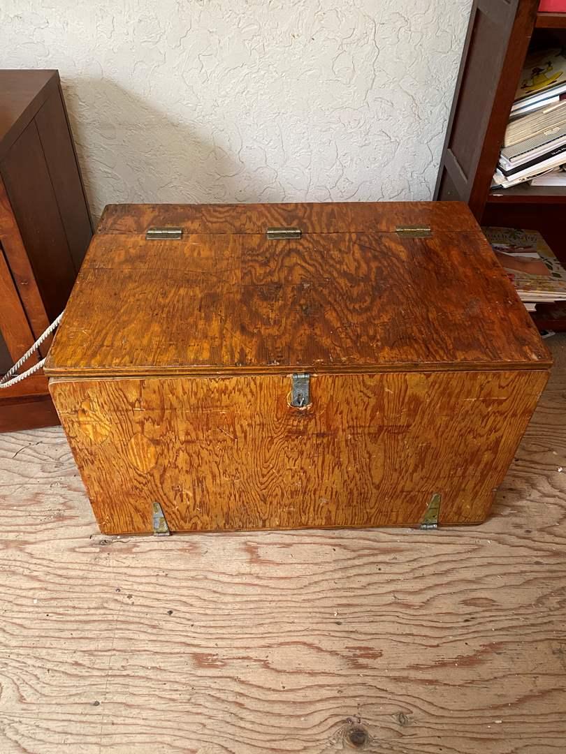 Lot # 5 - Vintage Custom Box (main image)