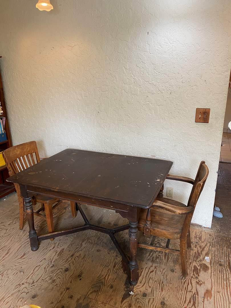 Lot # 8 - Table with 4 Chairs (main image)