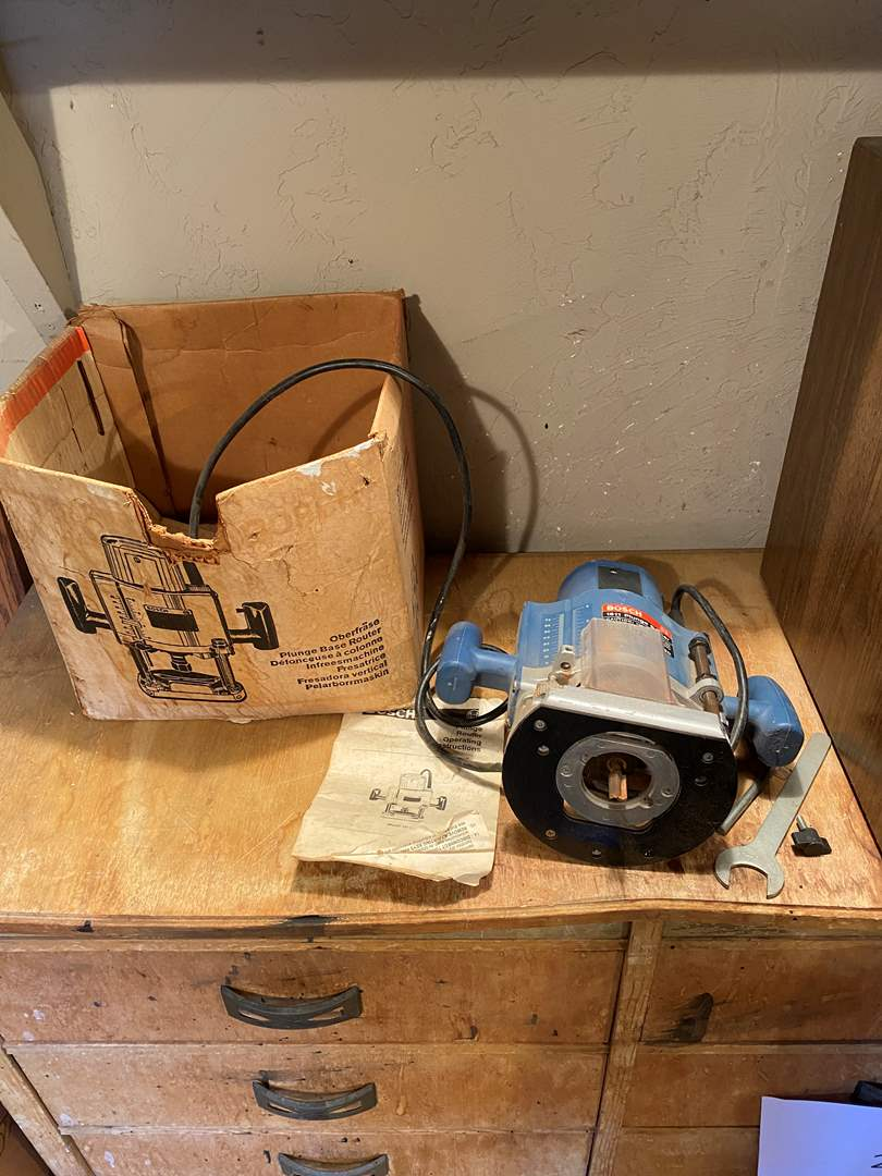 Lot # 26 - Bosch Router (main image)