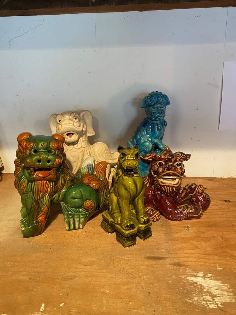 Lot # 45 - Figurines (main image)