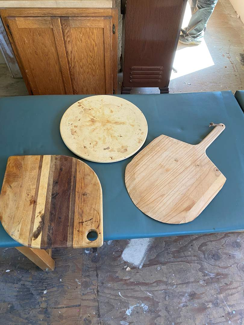 Lot # 92 - Pizza Stone, Spatula and Wood Cutting Board (main image)