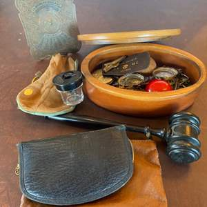 Lot # 138 - Men's personal items