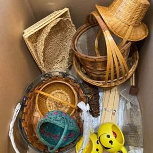 Lot # 165 - Large box of baskets