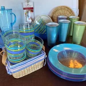 Lot # 166 - Plastic / pool side items