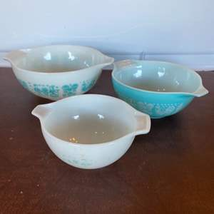 Lot # 175 - Pyrex USA stacking bowl set
