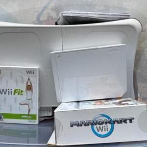 Lot # 194 - wii gaming consul with accessories