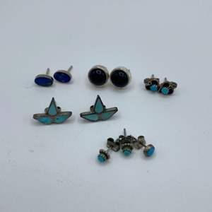 Lot # 7 - Silver and various stones petite earrings (7.7g total weight)