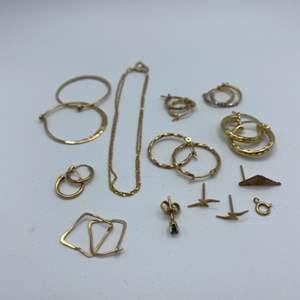 Lot # 38 - 14k earrings & bracelet (6.2g)