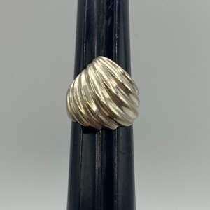Lot # 27  - Sterling ring (9.3 g)