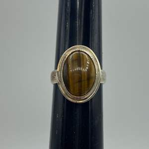 Lot # 30 - Sterling and Tigers eye ring (6.3 g total weight)