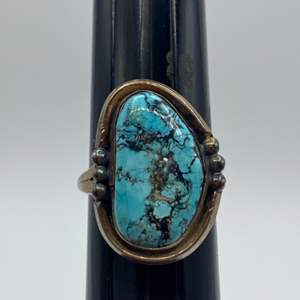 Lot # 31 - Sterling and turquoise ring (10.7 g total weight)
