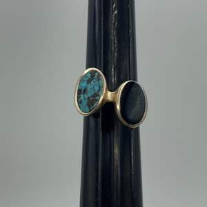 Lot # 33 - Sterling black onyx and turquoise ring (9.0 g total weight)