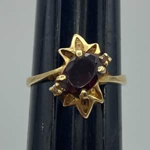 Lot # 52 - 14 karat gold ring with 1 carat Garnet and pave diamonds (3.3g total weight)