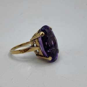 Lot # 54 - 18 karat gold ring with 6+ carat amethyst (7.9g total weight)