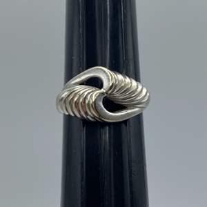 Lot # 64 - 14 karat gold ring (4.6g)