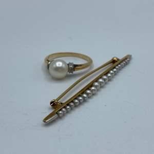 Lot # 67 - 10 karat gold pearl ring and brooch