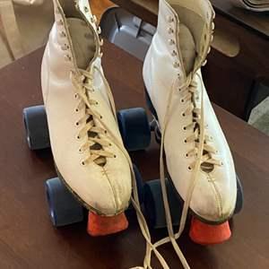Lot # 92 - Hyde leather rollerskates size 7