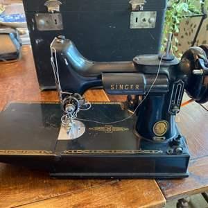 Lot # 133 - Singer featherlight sewing machine