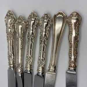 Lot # 151 - Weighted sterling knives (454g)