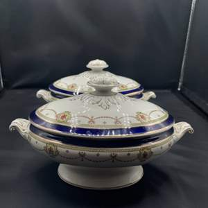 Lot # 159 - Matching serving covered dishes