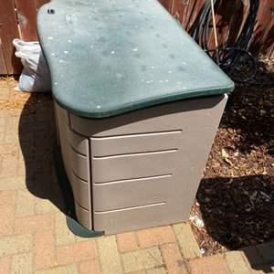 Lot # 295 - Rubbermaid storage chest