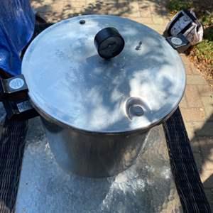 Lot # 297 - Presto pressure cooker