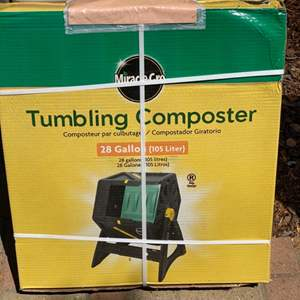 Lot # 301  - New in box miracle grow tumbling composter (3 of 3)