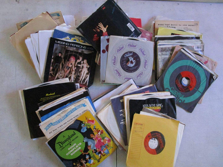 Lot # 44 - Lot Of Vinyl 45's (main image)