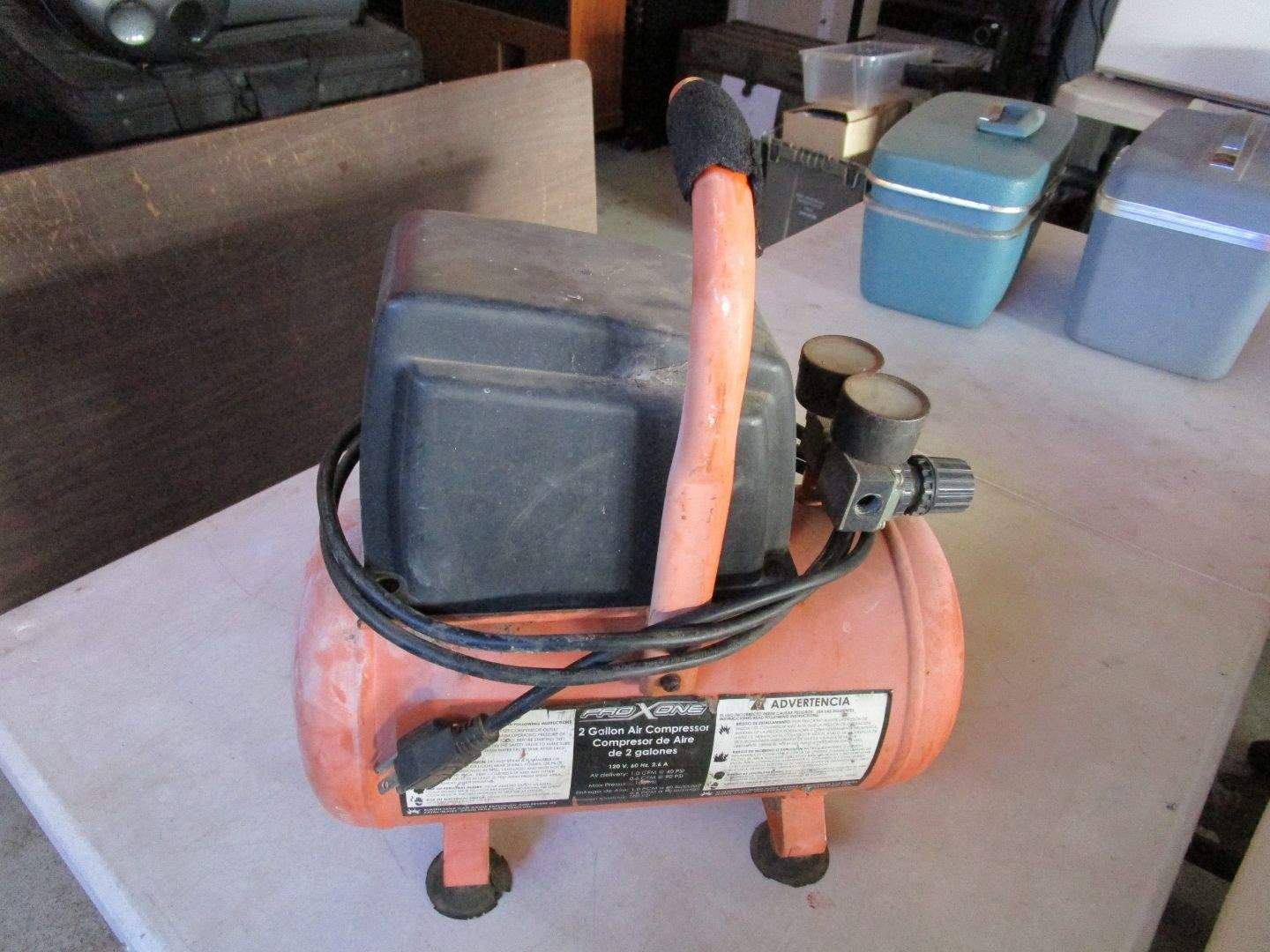 Lot # 104 - 2 Gallon Air Compressor - Works (main image)
