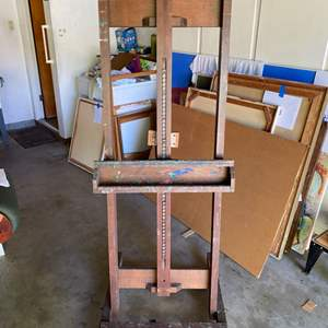 Lot # 174 - 7 foot tall easel