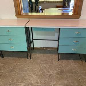 Lot # 187 - Vintage three piece bedroom set with metal frame and wooden drawers