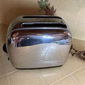 Lot # 191 - Vintage ToastMaster toaster