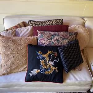 Lot # 239 - Throw pillows