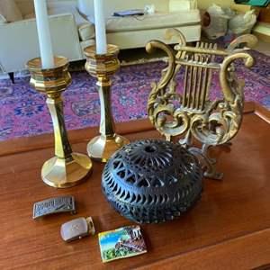 Lot # 259 - Decor items