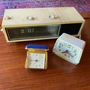 Lot # 261 - Vintage clocks