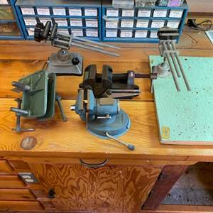 Lot # 21 - Bench vises and clamps