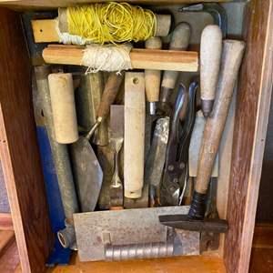 Lot # 28 - Masonry and concrete tools