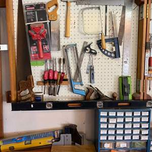 Lot # 31 - Other wall of tools