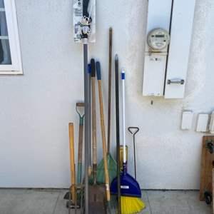 Lot # 56 - Yard tools
