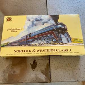 Lot # 59 - Norfolk and Western class J HO scale limited collectors edition engine and tender
